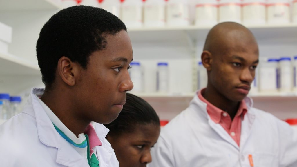 Ikamva Youth on a visit to CBTBR labs